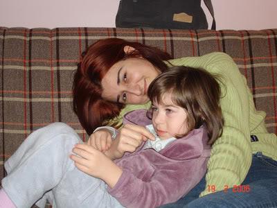i gledala sam TV, a mama mi ne da, samo me zadirkuje...