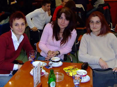 Tri crvene dame