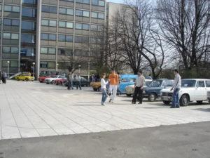 izložba oldtajmera-plato ispred Saobraćajnog fakulteta